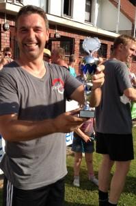 Matthias mit Pokal